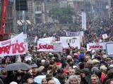 На улицы Будапешта вышли десятки тысяч противников правительства