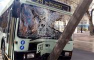 В Минске на улице Куйбышева троллейбус врезался в столб