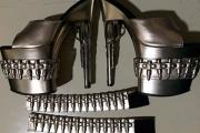 Американке запретили взять в самолет похожие на пистолеты туфли