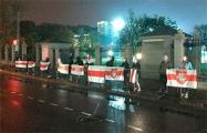 По всему Минску продолжаются вечерние протесты и акции солидарности