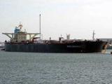 Сомалийские пираты захватили шедший в США супертанкер с нефтью