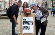 Каменщик из Могилева отправил Лукашенко по почте каску