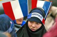 Французские мусульмане выставили на Рождество охрану возле костела