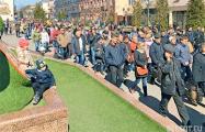 Жители Бреста идут маршем по центру города