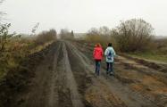 Жители деревни под Слуцком показали, куда идет «дорожный налог»