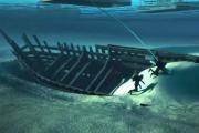 В Нидерландах подняли на поверхность древний корабль