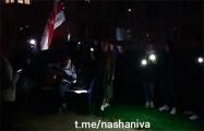 В Домбровке минчане поют «Купалiнку» под гитару, в Сухарево — под скрипку