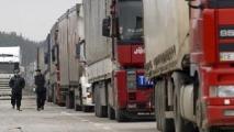 Очереди грузовых автомобилей стоят в пунктах пропуска на границах с Литвой и Латвией