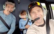 Фотофакт: Бьорндален прокатил на вертолете брата и племянника в небе над Минском