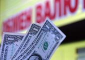Белорусы в сентября понесли валюту в обменники