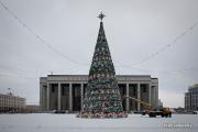 Фотофакт: главную елку «украсили» хоккеистами