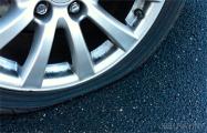 В Мостах пробили колеса в семи автомобилях милиционеров