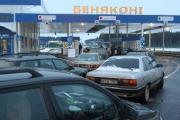 Белорусы едут на «Ляписов»: на границах — километровые очереди (Фото, видео)