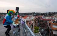 Видеофакт: Как итальянцы подбадривают друг друга в трудное время