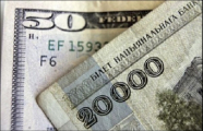 Белорусы стали меньше покупать валюту