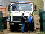 Жильцы Полесской пошли в атаку на строительную технику (Фото)