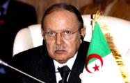 Правитель Алжира покинул пост после массовых протестов