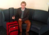 Шведского правозащитника 10 часов держат в аэропорту Минска