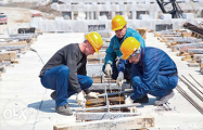 Белорусский строитель: Хотел бы жить дома с семьей, но здесь такой зарплаты нет