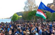 «Мы – большинство»: На улицы Будапешта вышли 100 тысяч человек