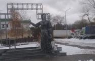 В России открыли очень странный памятник Аленке
