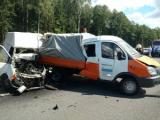 Микроавтобус влетел в машину дорожников, водитель погиб