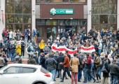 Возле зданий белорусских университетов проходят акции протеста