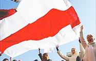Белорусы украшают города патриотическими стикерами