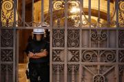 Полиция закрыла почти все участки для проведения каталонского референдума