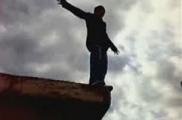 В Могилеве спасатели сняли подростка с парапета крыши многоэтажного дома.