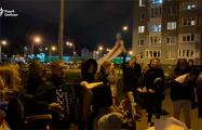 Жители ЖК «Магистр» поют патриотические песни под баян