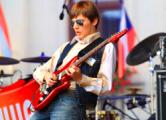 Слепой музыкант из Мостов успешно гастролирует по Европе