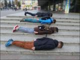 Подростки из Барановичей устроили «лежачий флешмоб»