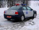 В Петрикове забросали камнями машину милиции