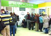 Белорусы бросились скупать валюту
