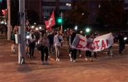 Минчане идут шествием и скандируют «Жыве Беларусь!»