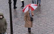 В Гродно прошли акции с бело-красно-белыми флагами и зонтами