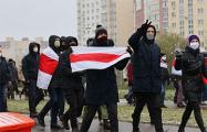 Два видео с вечерних маршей в Минске, которые доказывают, что протест не сдулся
