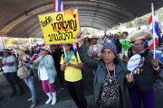 В Таиланде запретили собираться группами более пяти человек