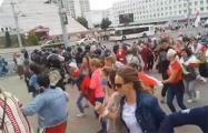 В Витебске протестующие прорвали кордон ОМОНа