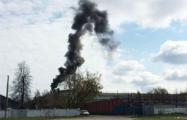 Над Минским тракторным заводом поднимается густой черный дым