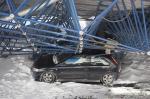 Десятки авто остаются под завалами возле гостиницы «Минск»