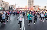 По центру Минска пробежали тысячи женщин