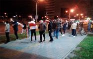Белорусы выстроились в цепь солидарности возле «Минск-Арены»