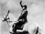 В Италии открыли мемориальную доску Муссолини