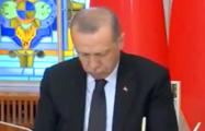 Видеофакт: Эрдоган задремал во время речи Додона на пресс-конференции