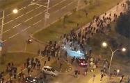 Колонна протестующих минчан идет по Притыцкого
