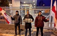 В Варшаве пикетировали белорусское посольство