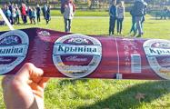 Фотофакт: В Молодечно школьный кросс огородили этикетками «Крыніца Моцнае»