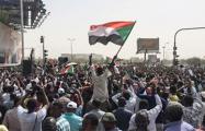 После свержения правителя в Судане продолжается революция
